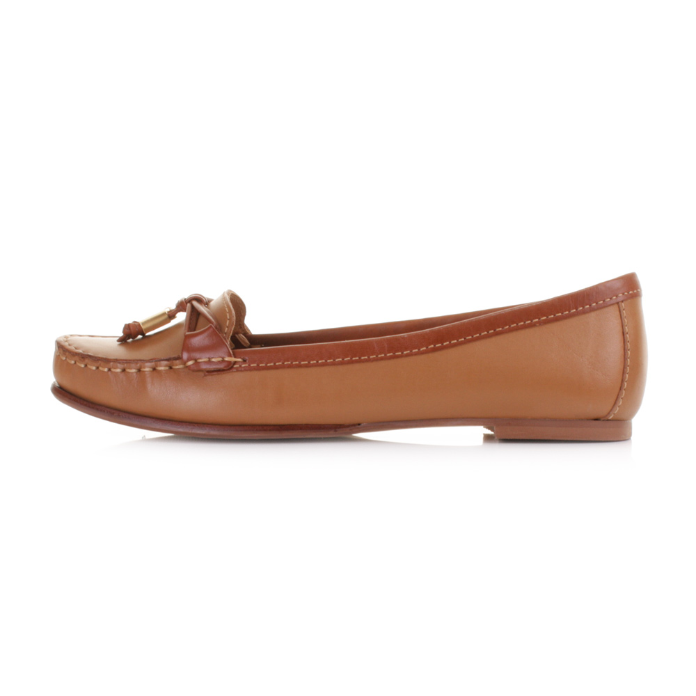 Latest Tan Color Loafers for Gents and Ladies: Here is the List of Top 9 Tan Loafers. 1. Guava Tan Loafers: These are the men's tan loafers which could be worn for functions or weddings. The guava type of loafers has small holes within it giving it an adorable look. These are some of the best suited shoes for weddings.