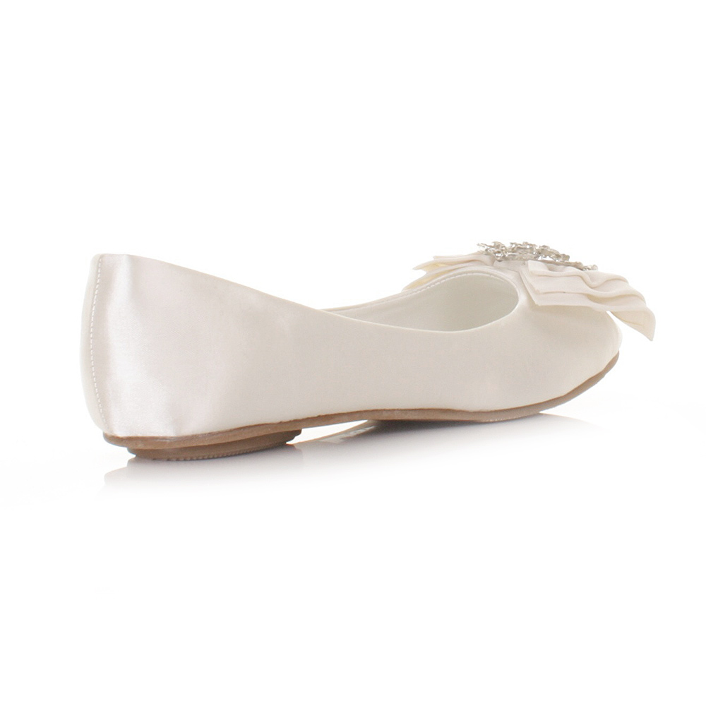 Complete your bridal look with the perfect wedding shoes at David's Bridal. Our bridal shoes include wedding & bridesmaid shoes in various styles & colors.