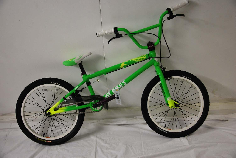 gt bump bmx bike green 2010 chipped returns ebay. Black Bedroom Furniture Sets. Home Design Ideas