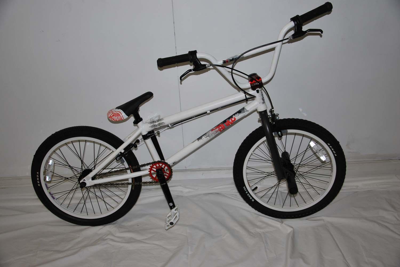 gt bump bmx bike white 2011 returns ebay. Black Bedroom Furniture Sets. Home Design Ideas