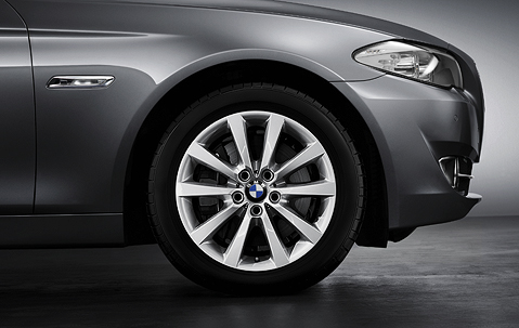 1x BMW Genuine Alloy Wheel 18
