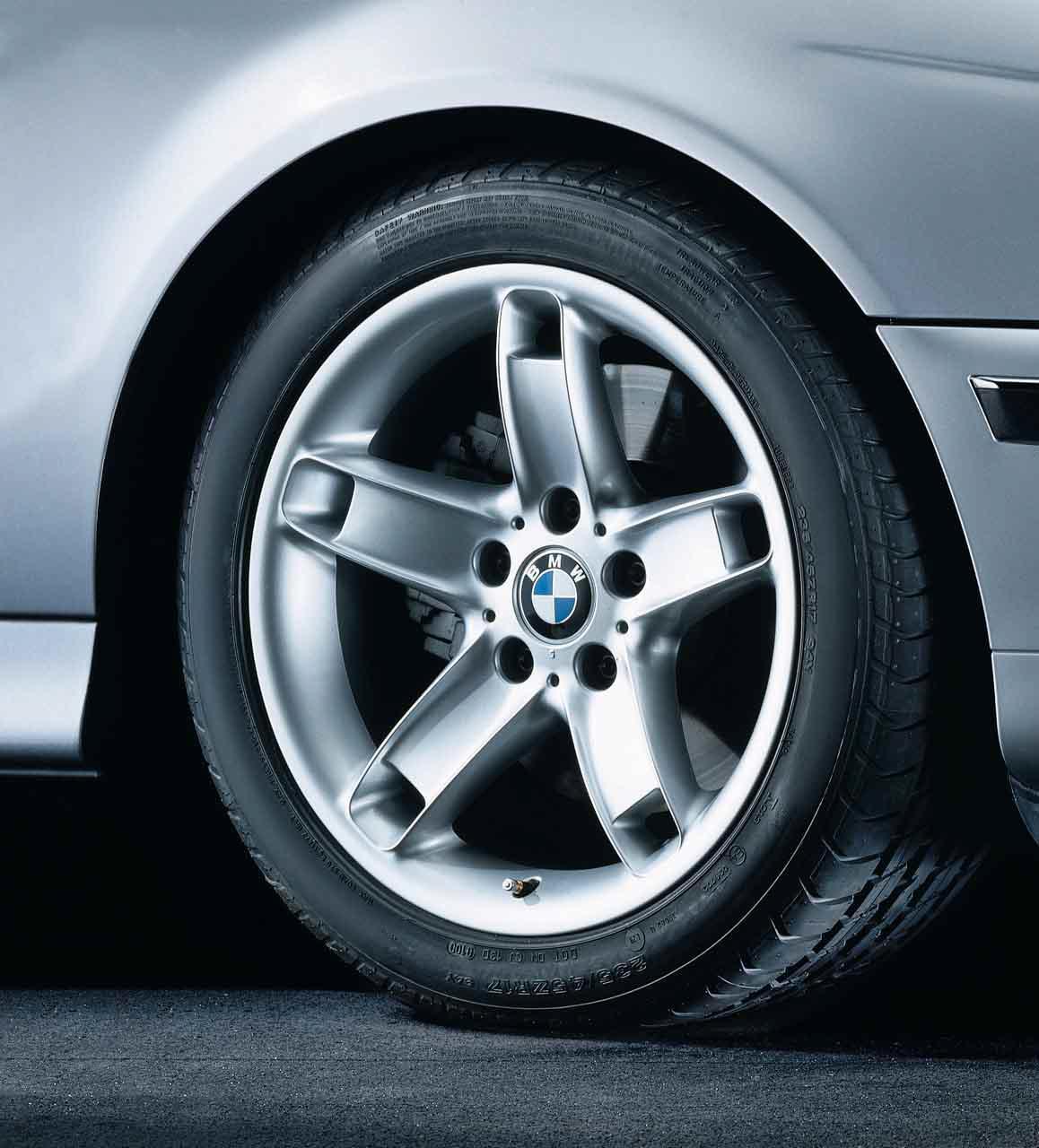 BMW Genuine Alloy Wheel 17 Star Spoke 49 Rim E39 5 Series 36111095442