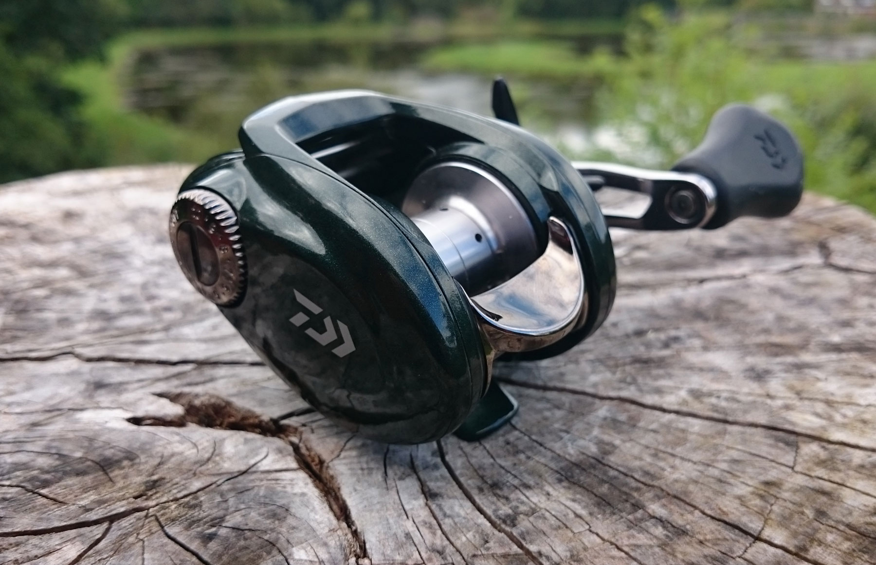 Ex display daiwa laguna baitcaster fishing reel rhw model for Fishing reels baitcaster