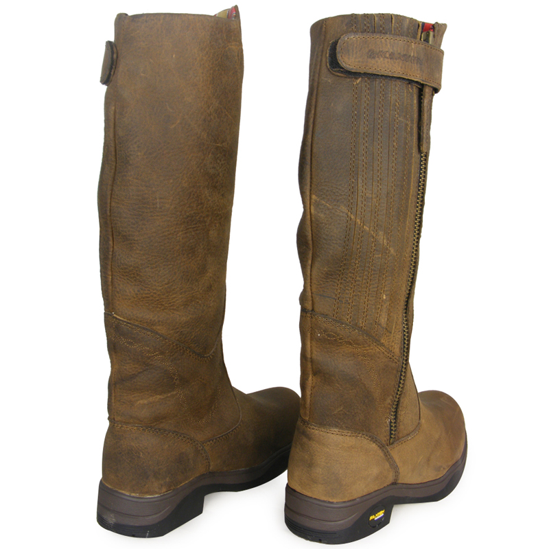 Long Riding Boots Enjoy our wide range of high quality long riding boots, perfect for a variety of disciplines. From elegant dressage boots to practical everyday riding boots, you will be sure to find the perfect product for you.