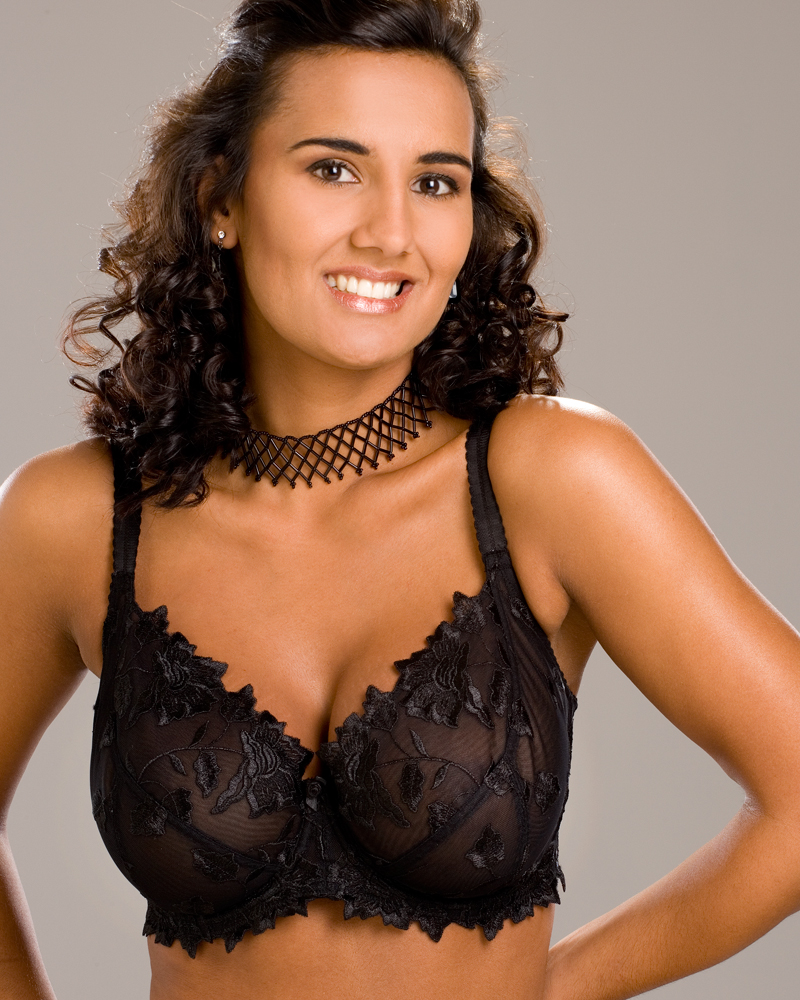 34B Breast Size http://www.ebay.co.uk/itm/LADIES-CAMILLE-LINGERIE-BLACK-LACE-EMBROIDERY-UNDERWIRED-WOMENS-BRA-SIZE-34B-40G-/170765630670