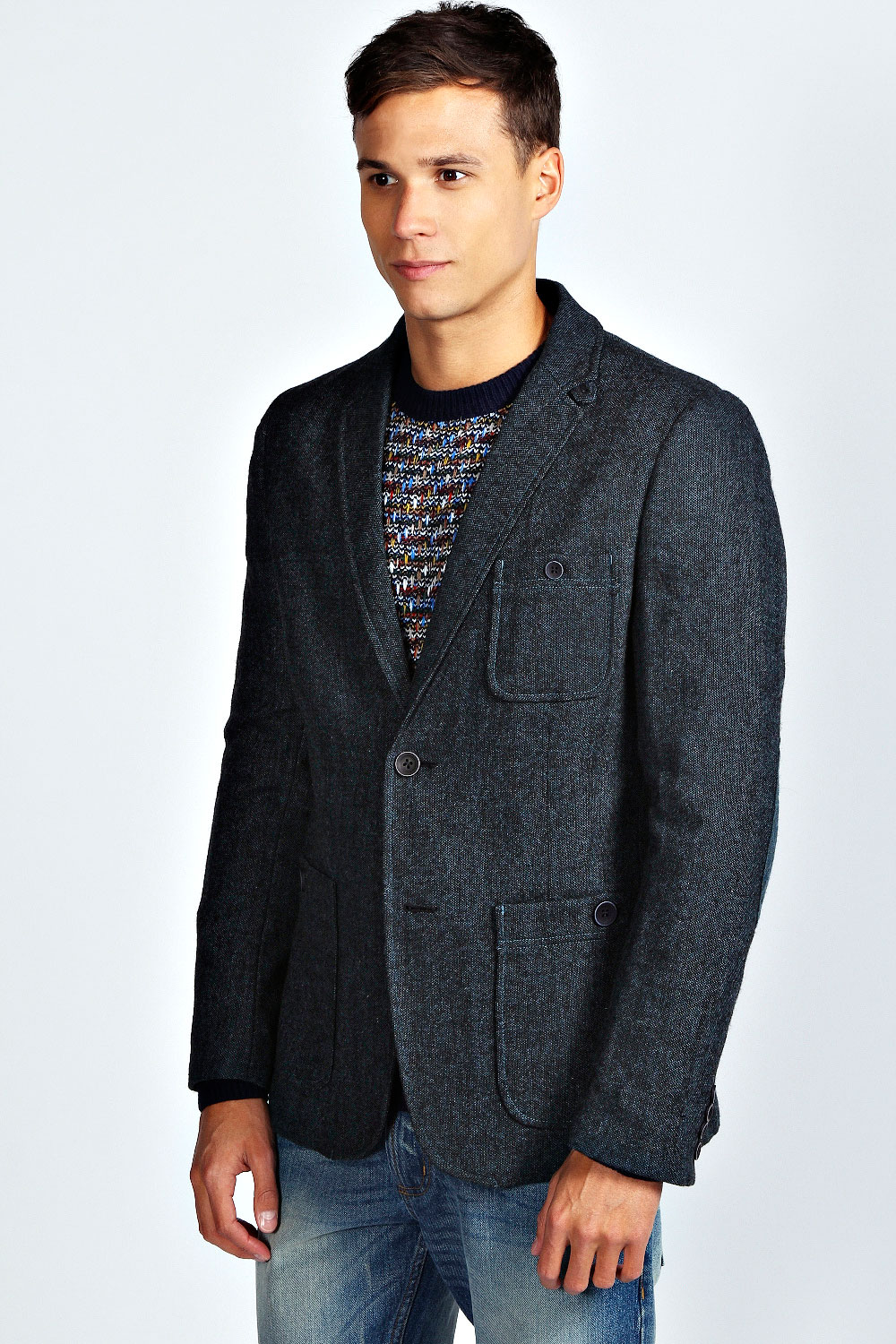Look your best at every occasion with this fine wool blazer from the Signature Collection. Fine worsted wool has the soft hand and drape of a superior garment. Detailed with natural shoulders, scalloped facing, superior lining and center vent.