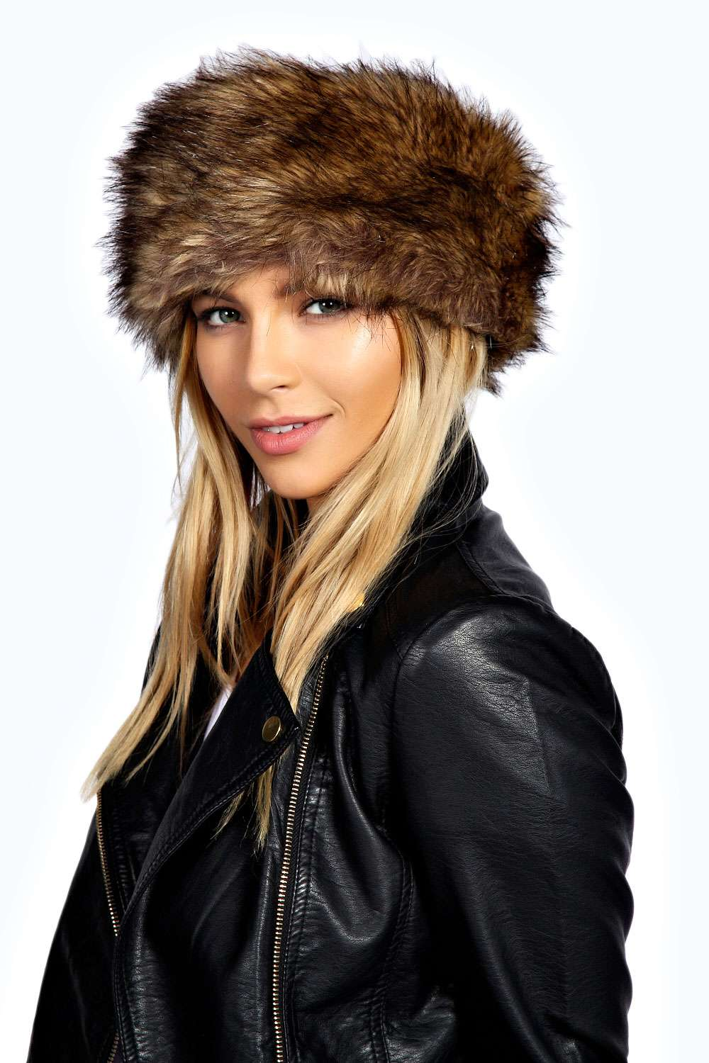 The authentic luxurious Black Fox on this women's faux fur headband goes with every hair color and elevates your look to one that will be the envy of every other woman in the room or on the slopes. Complete the look with a gorgeous Black Fox faux fur pull-through.