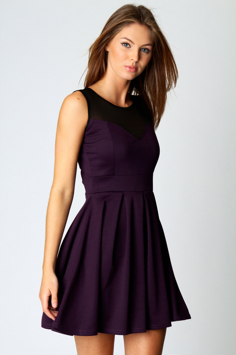 Buy the latest women's skater dresses online at low price. StyleWe offers cheap dresses in red, black, white and more for different occasions.