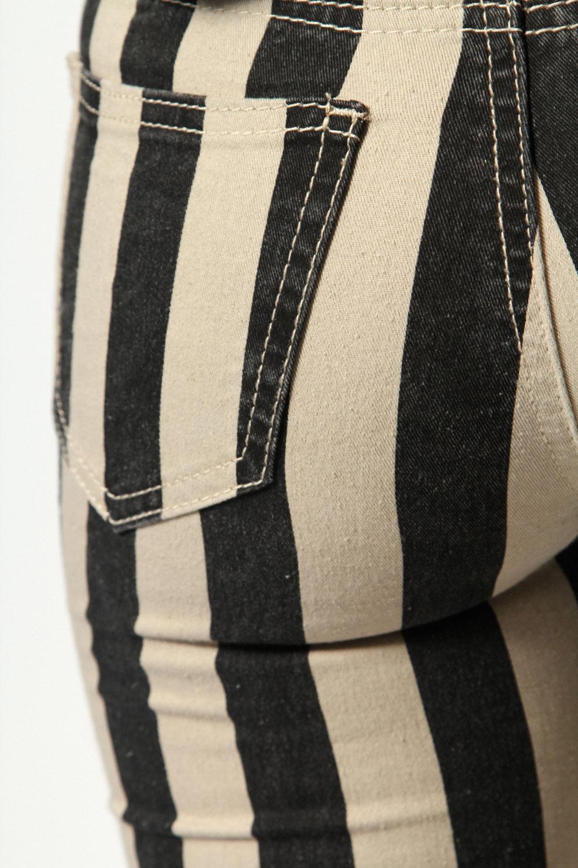 boohoo lolita breite streifen d nne jeans damen. Black Bedroom Furniture Sets. Home Design Ideas