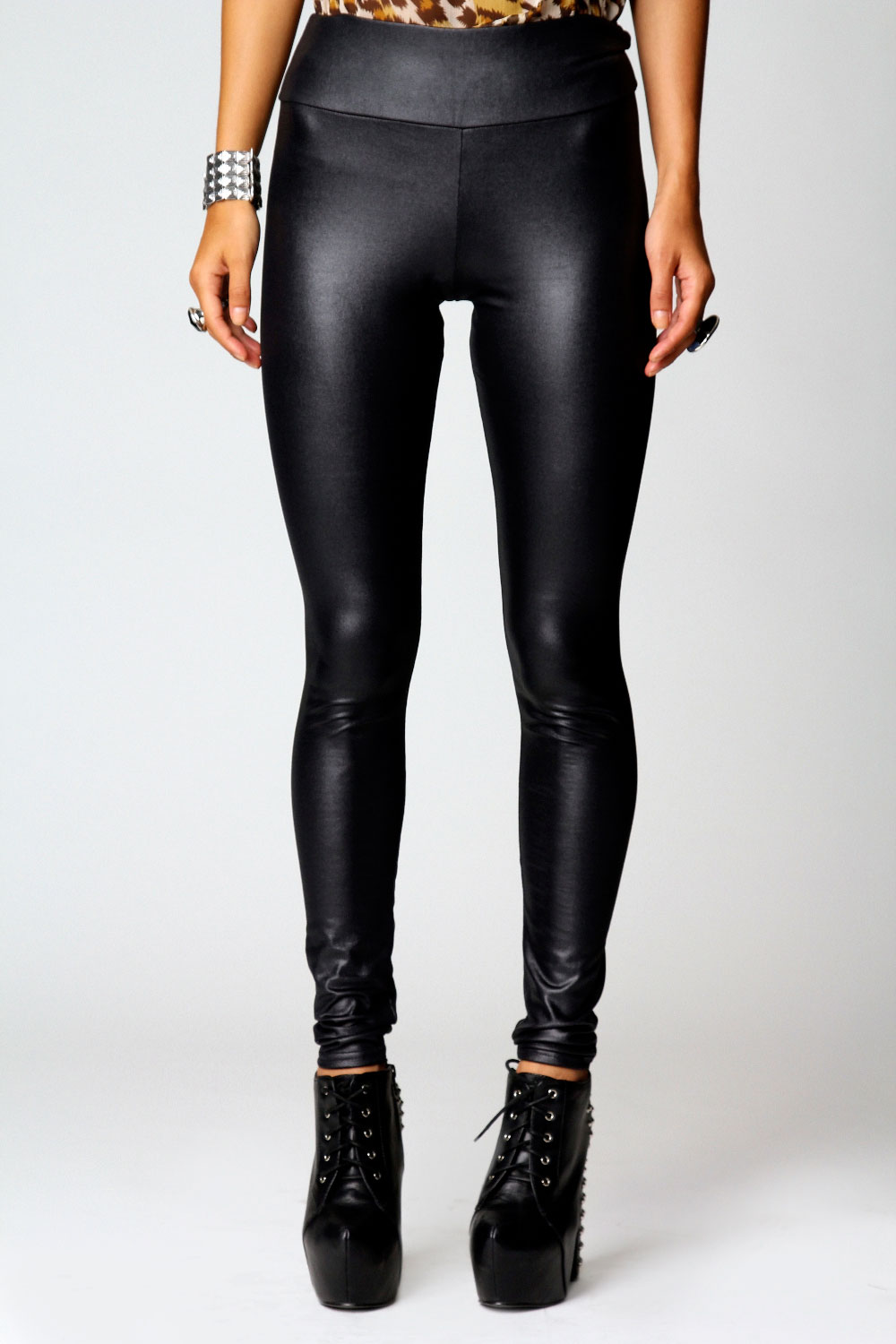 Look to leggings to prep your pins for the party or luxe up your loungewear. Whether you're poppin' in prints, getting dance floor ready in disco leggings or going back to basics in black, legging lovers can't get enough of the cool-meets-comfy combo.
