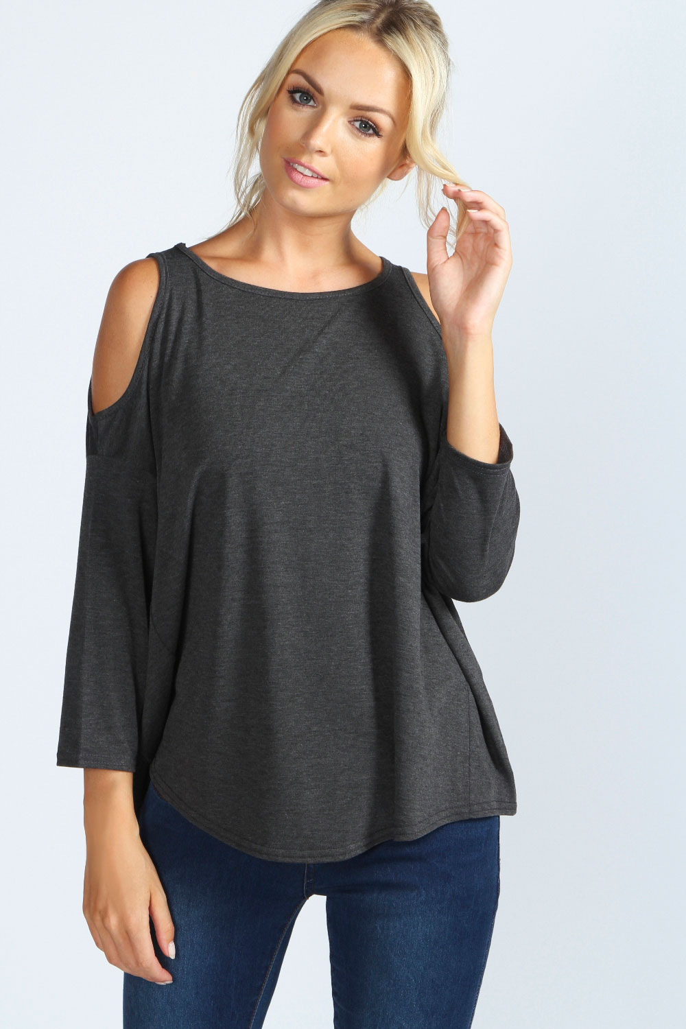 A cut-out shoulder is sometimes so dramatic that the shirt appears to be a tank top with sleeves that begin farther down the arm. If you are feeling more daring, you can even choose a shirt that has open shoulders and additional slashes down the length of the sleeves.