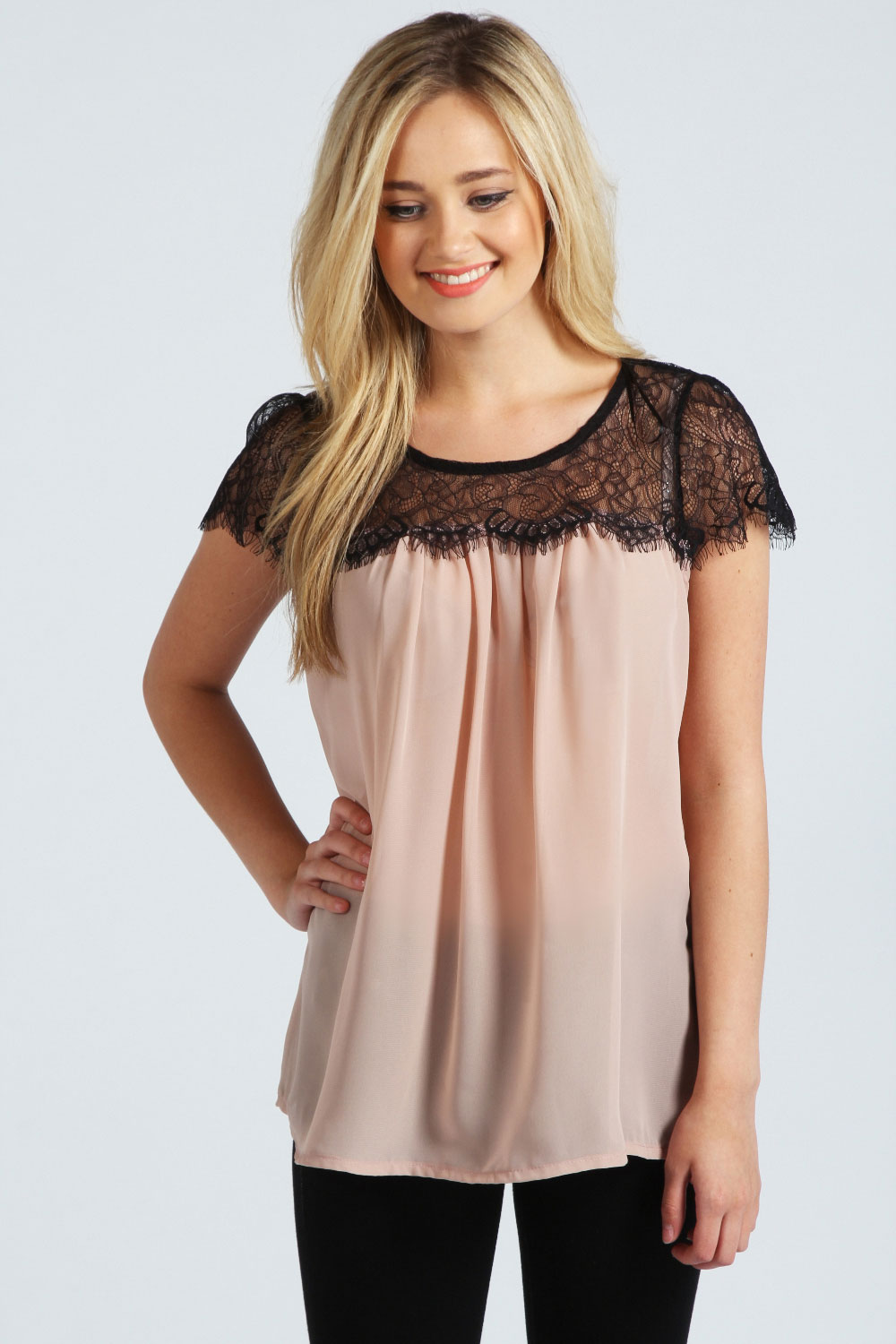 Beautiful Layered Chiffon Or Silk Tank Top With A Chain Detailing Straps And Neck. This Is So Flowy And The Metal Piece In Back Adds The Cutest Detail.