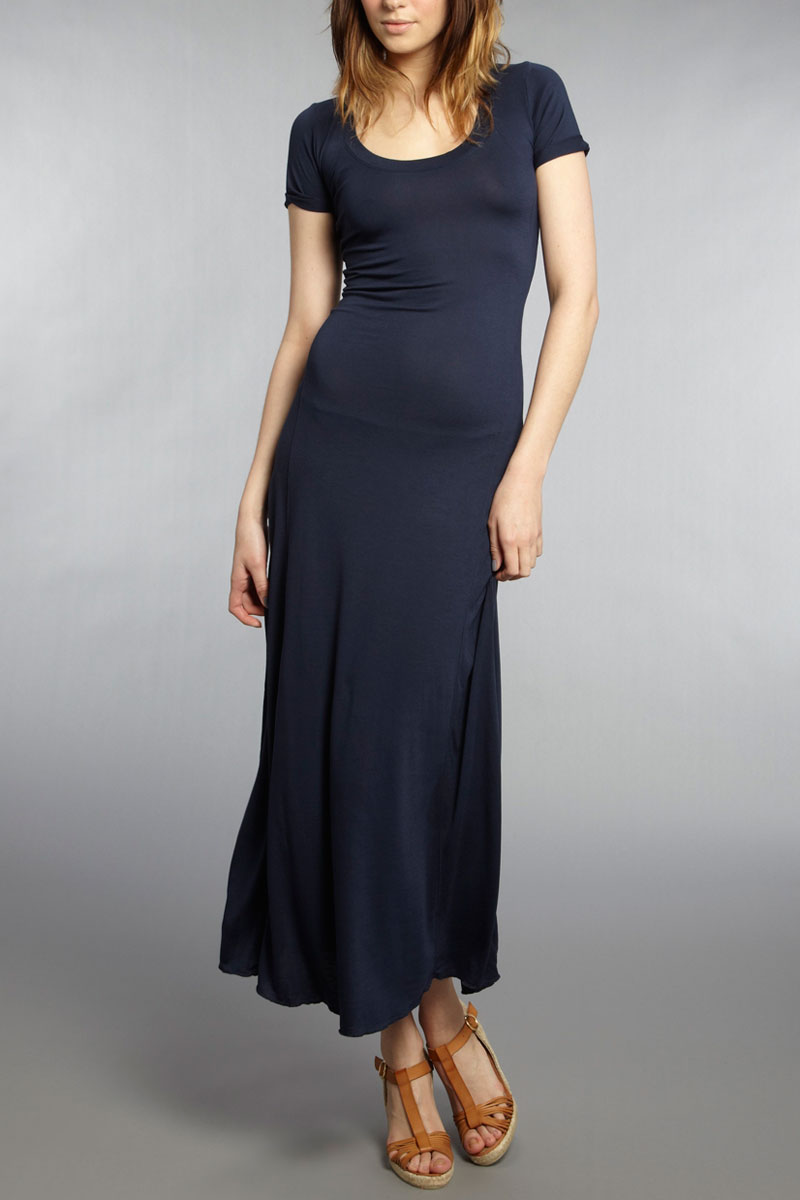 Lulus Exclusive! Roll up in style in the Lulus Limousine Queen Navy Blue Maxi Dress! Sleek, stretch knit shapes this glamorous dress with a seamed, triangle bodice, adjustable straps, and a set in waist that flows to a stunning maxi skirt (with a thigh-high slit)/5(44).