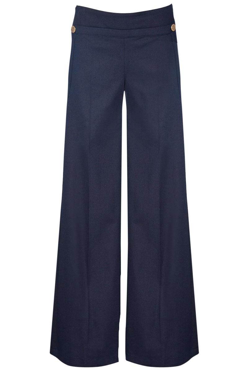 Product Features Comfy floral stretchy pants are adapted easily to both flats and heels.