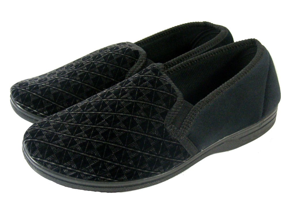 Find a great collection of Footwear at Costco. Enjoy low warehouse prices on name-brand Footwear products.