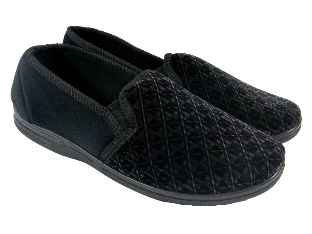 The Bearpaw Men's MOC II slipper is a sheepskin slipper that has a little arch support. It is an all-around great comfortable moccasin slipper that will keep your feet cozy, warm and dry. Model: M.