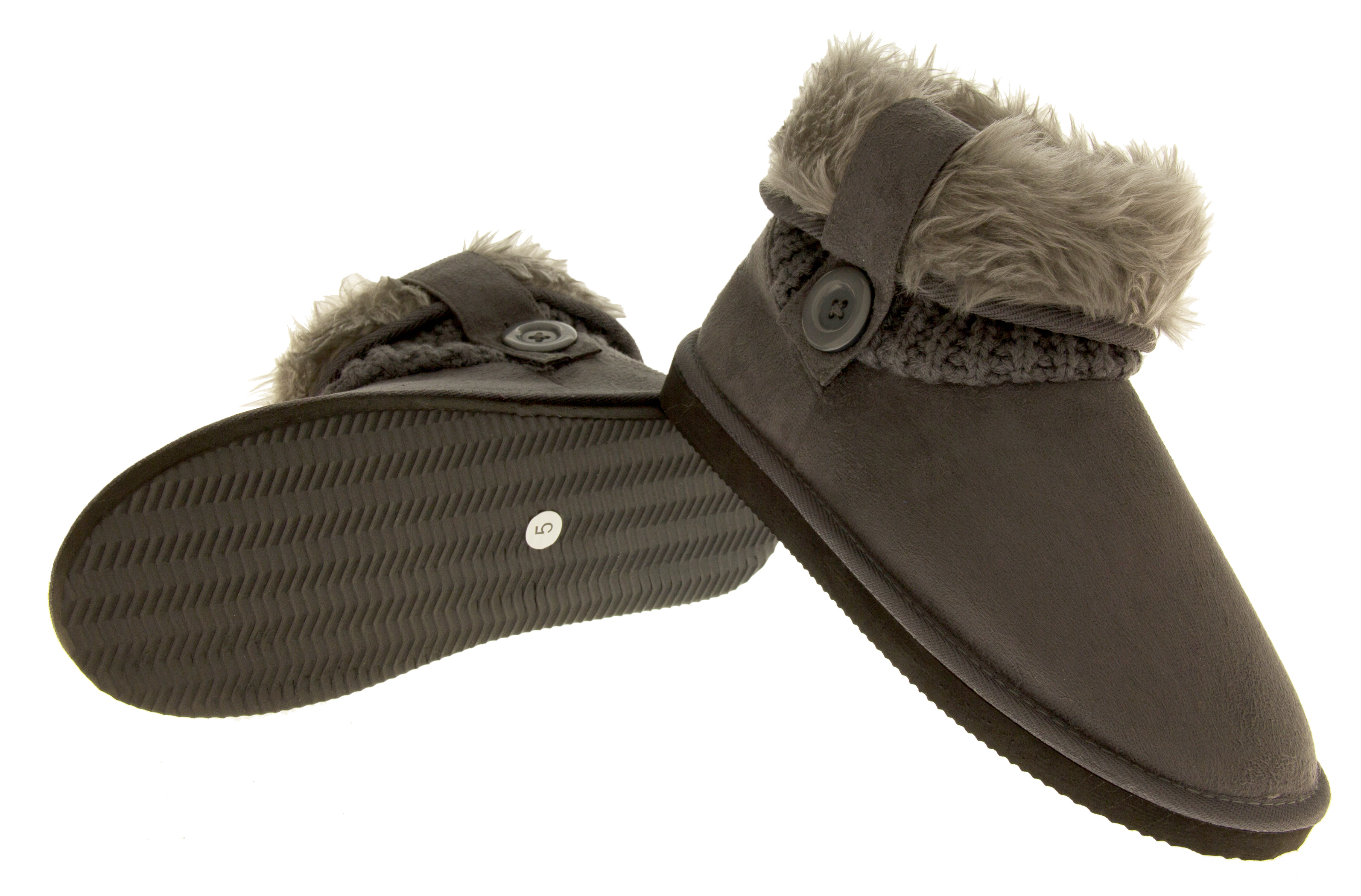 The Airwalk women's slippers include raccoons, cats, and owls for your delight and entertainment. Getting the day started has never been this much fun. When you want to look elegant even in your bathrobe, you can opt for women's satin slippers.