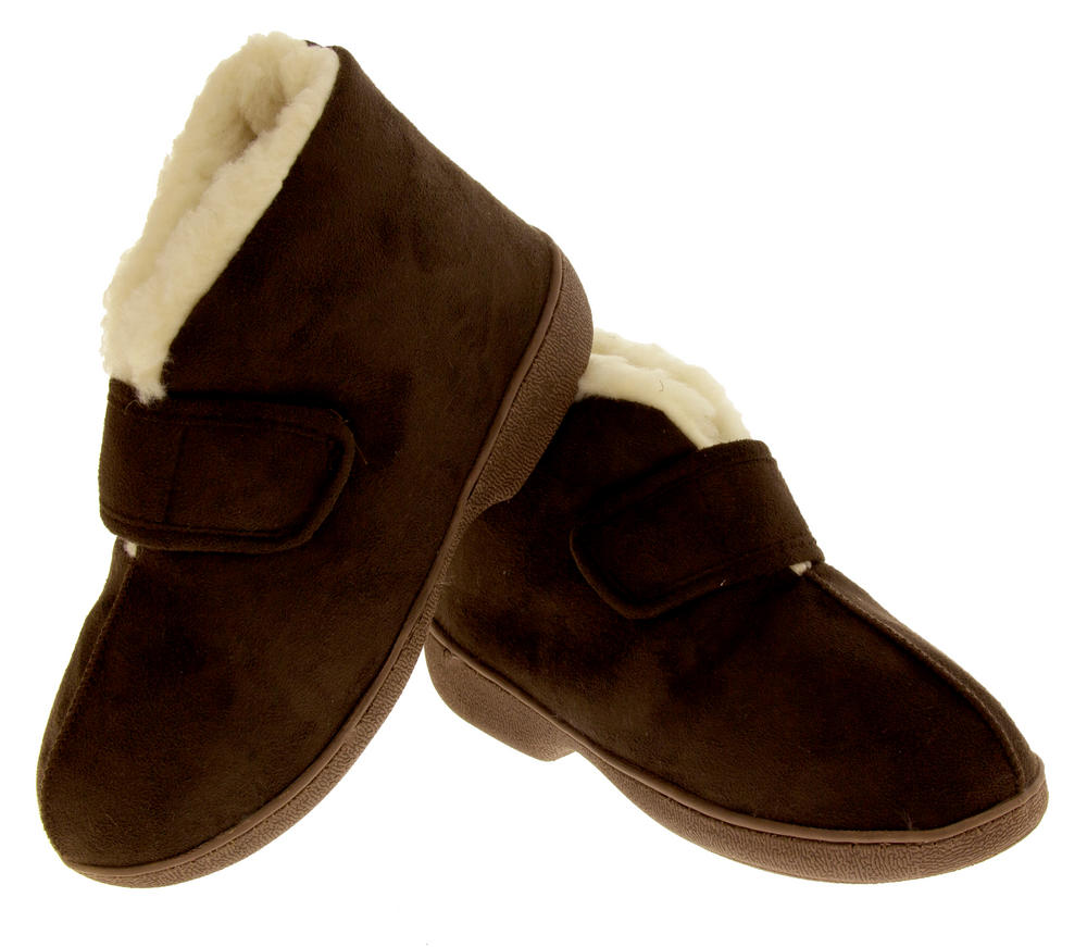Get seriously snug with our cosy range of women's slippers. With slipper boots, ballerina and sheepskin slippers as well as closed toe mules, we have everything you need to help you put your feet up in style.