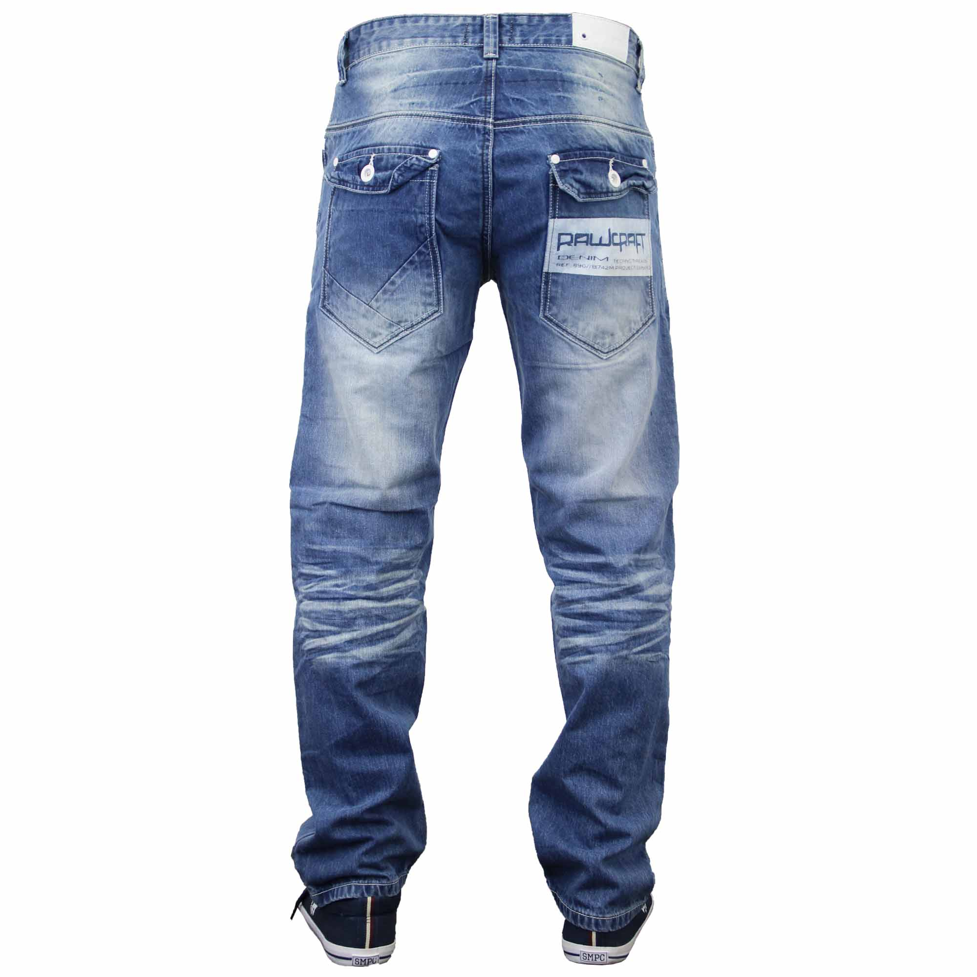 How men's classic fit slim jeans should fit? Men's classic fit slim jeans should fit comfortably, so you can wear them with ease. While these jeans are slimming, they're not skinny jeans. They loosely fit, and are straight legged. They should hit the bottom of your ankles, and fit comfortably around the waist.