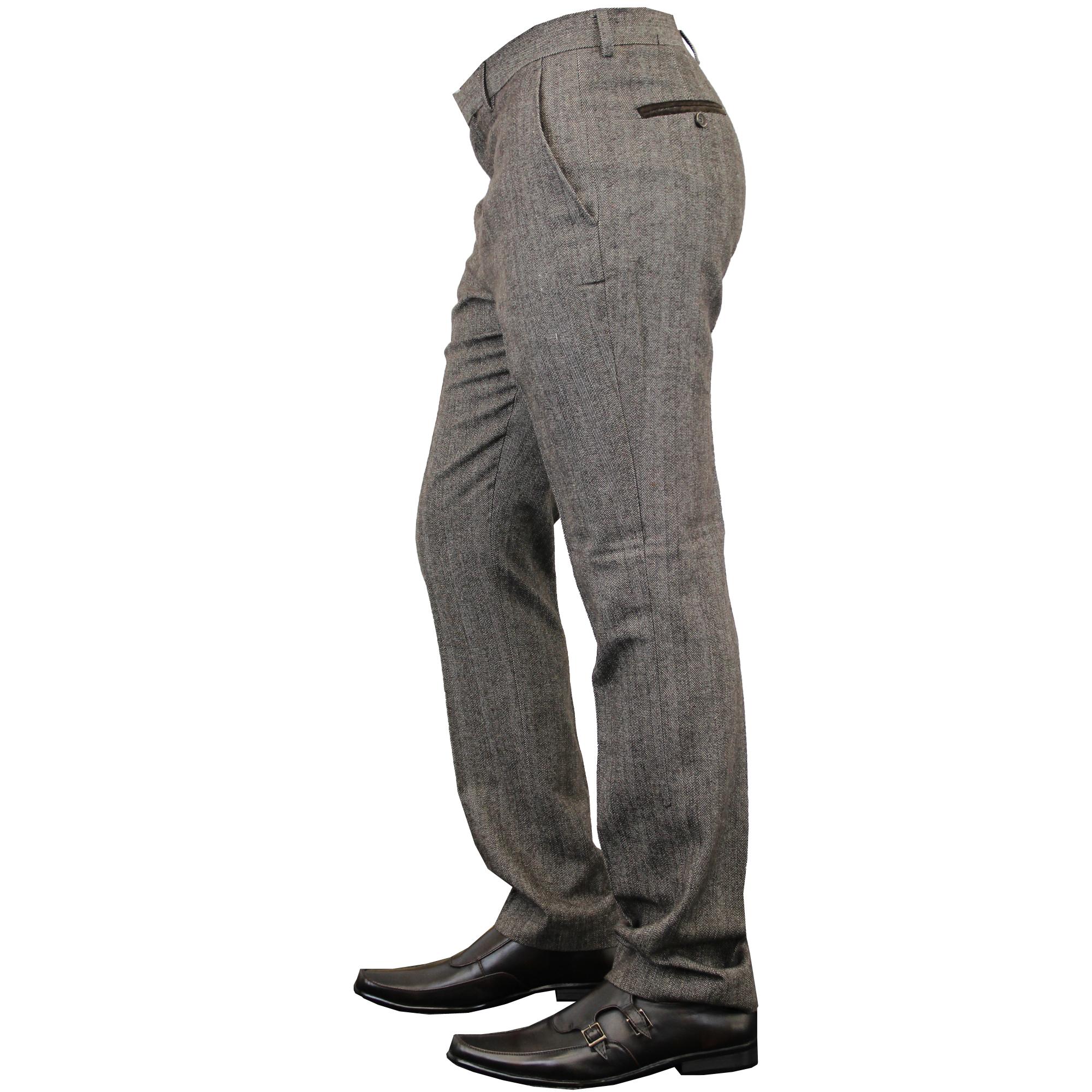 Gallo expuesto en pantalones cortos