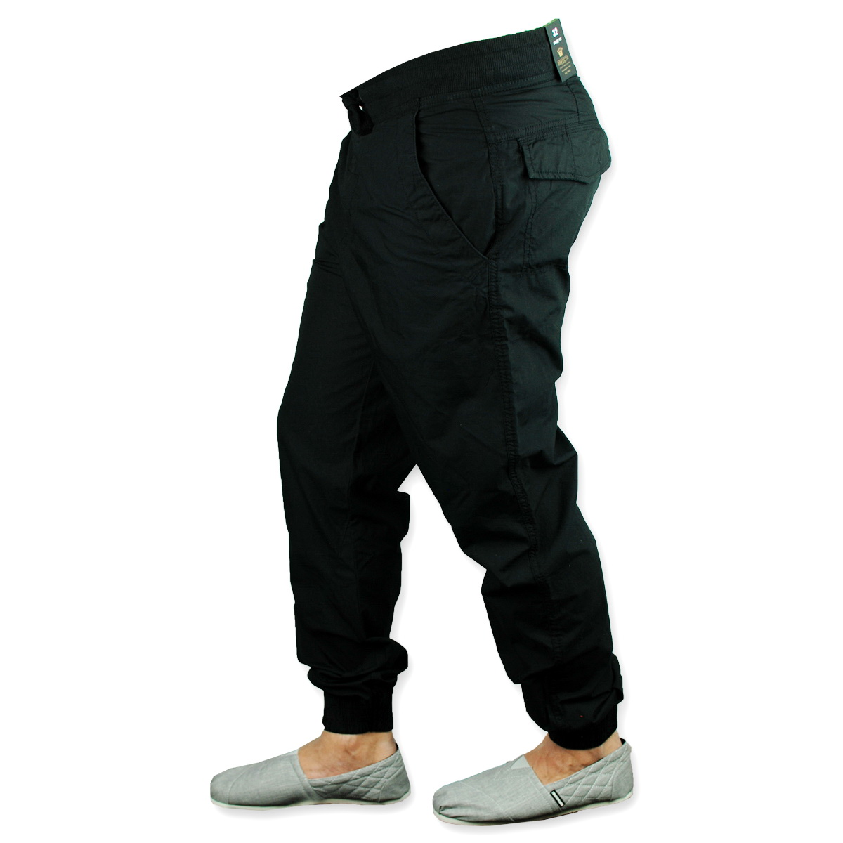 The Nike AW77 French Terry Shoebox Cuffed Men's Pants are made with super-soft yet tough french terry fabric for a warm cozy feel. They come in a slim fit for a close, comfortable feel.
