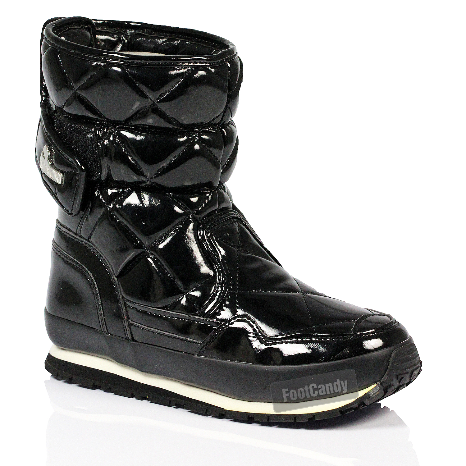 Lastest A Pair Of Burberry Windmere Duck Boots These Womens Boots Are Black In Color And Feature A Lace Up Design With Buckle Accents, Gold Tone Hardware, And The Classic Burberry Check Print Pattern To The Interior Trim The Burberry