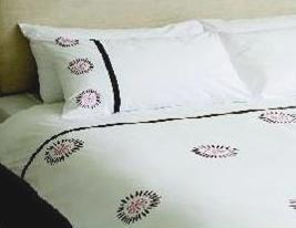 Hobbs DOUBLE Size Bedding Set WHITE/PINK Circular Daisy