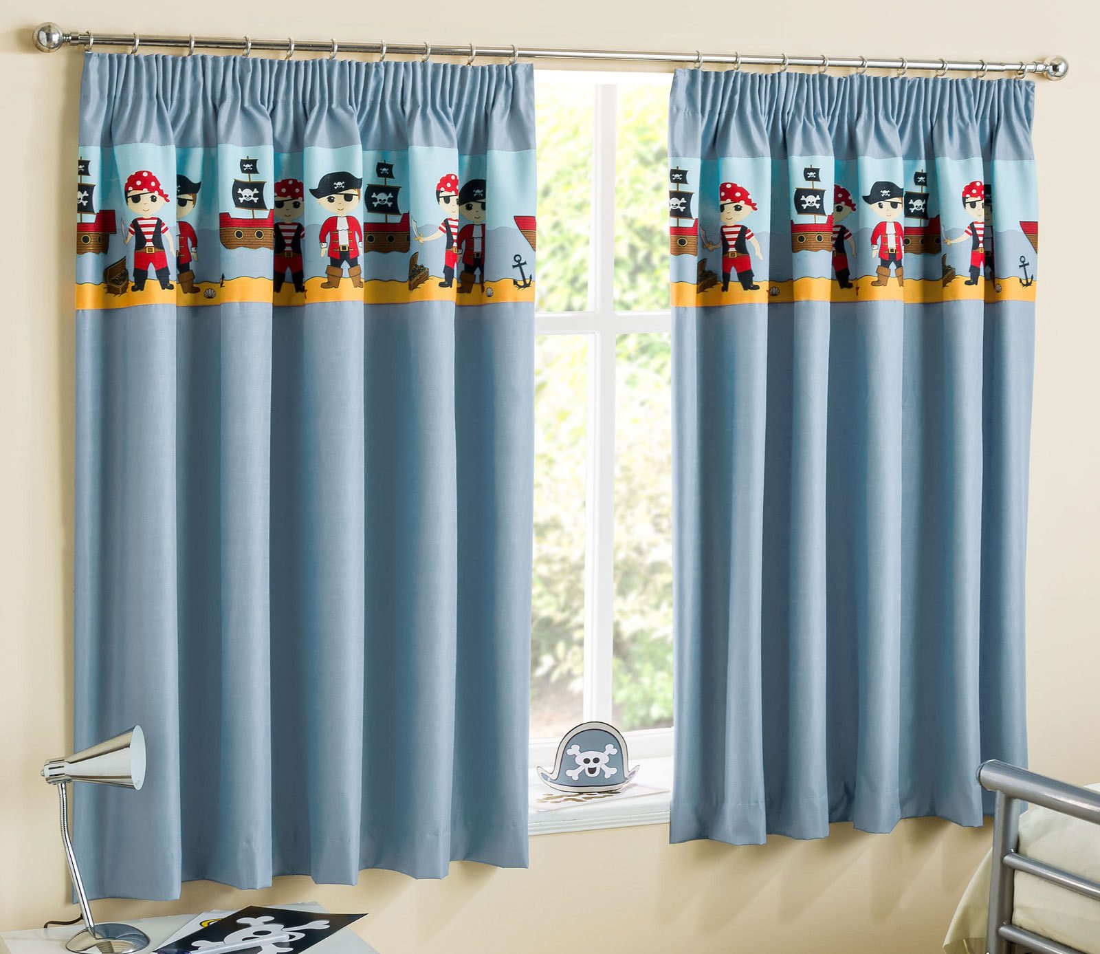 Children 39 s pirates curtains light reducing thermal kids for Rideau pirate chambre