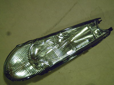 New Genuine Ford Mondeo RH Headlamp RHD From: 15-12-1997 To: 15-09-2000 1110519