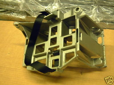 new genuine ford ka 1999 battery support tray 1477387 ebay. Black Bedroom Furniture Sets. Home Design Ideas