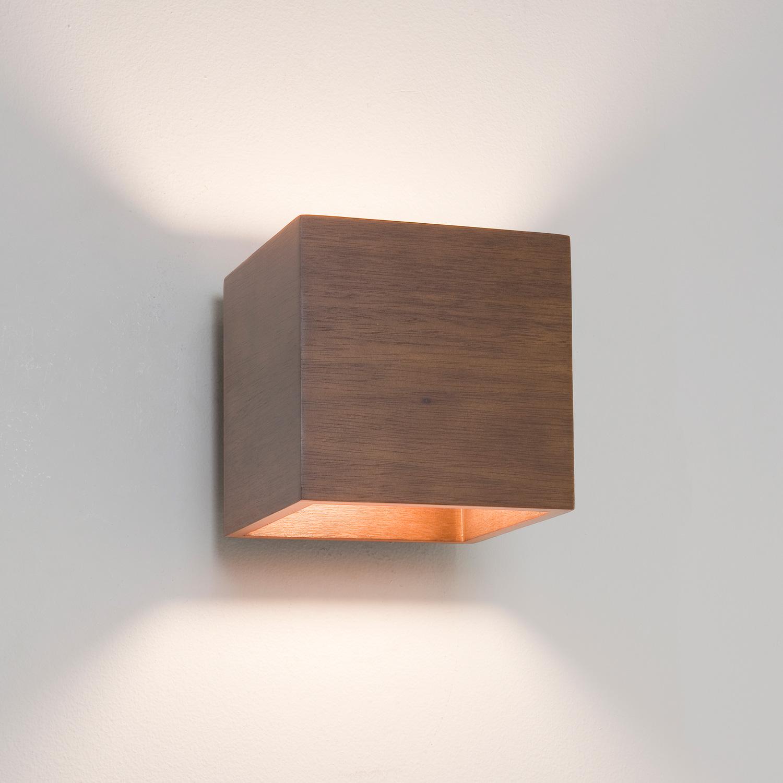 Applique quadrata lampadina 1x 60w e14 ip20 finitura legno for Applique da parete legno