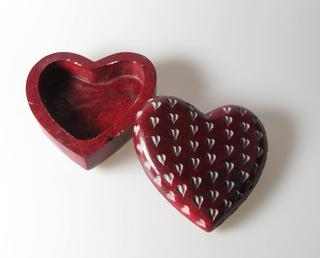 Stone The Crows Hand Made Red Heart Carved Trinket Box Thumbnail 2