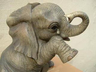 Elephant Teardrop Figurine Thumbnail 1