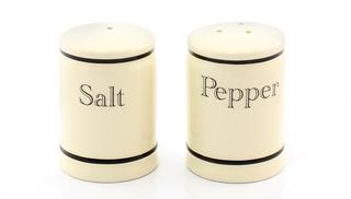 Cottage Cream Kitchen Salt & Pepper Set Thumbnail 1