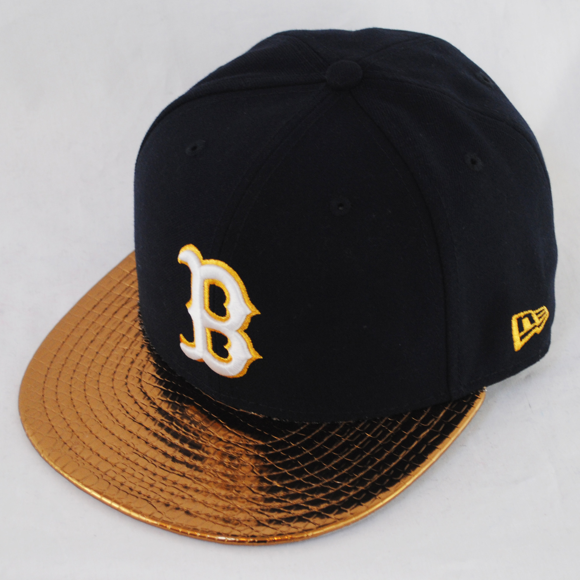 how to clean a white fitted hat