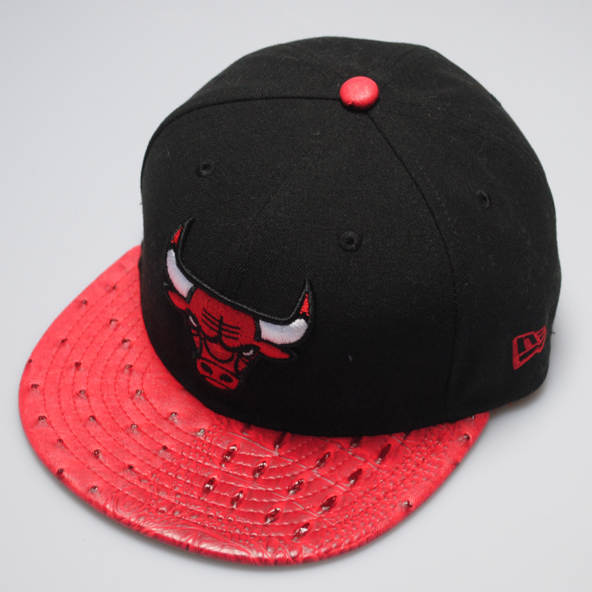 new era 59fifty chicago bulls reptile mix black red fitted flat peak hat cap ebay. Black Bedroom Furniture Sets. Home Design Ideas