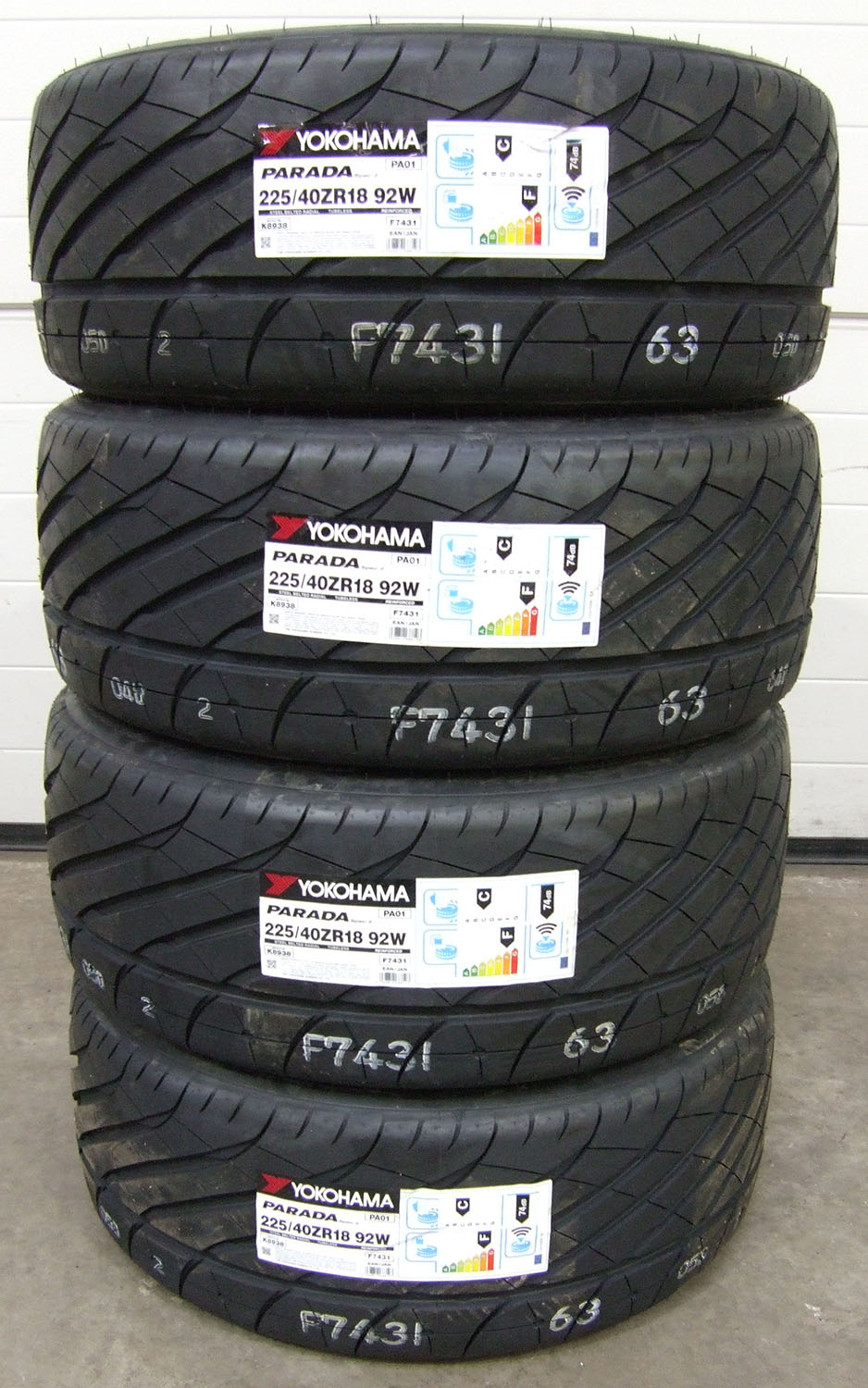 225 40 18 yokohama parada spec2 tyres 2254018 92w 225 40 18 x4 ebay. Black Bedroom Furniture Sets. Home Design Ideas