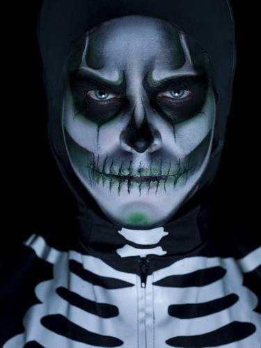 Glow in the Dark Skeleton Kit Thumbnail 2