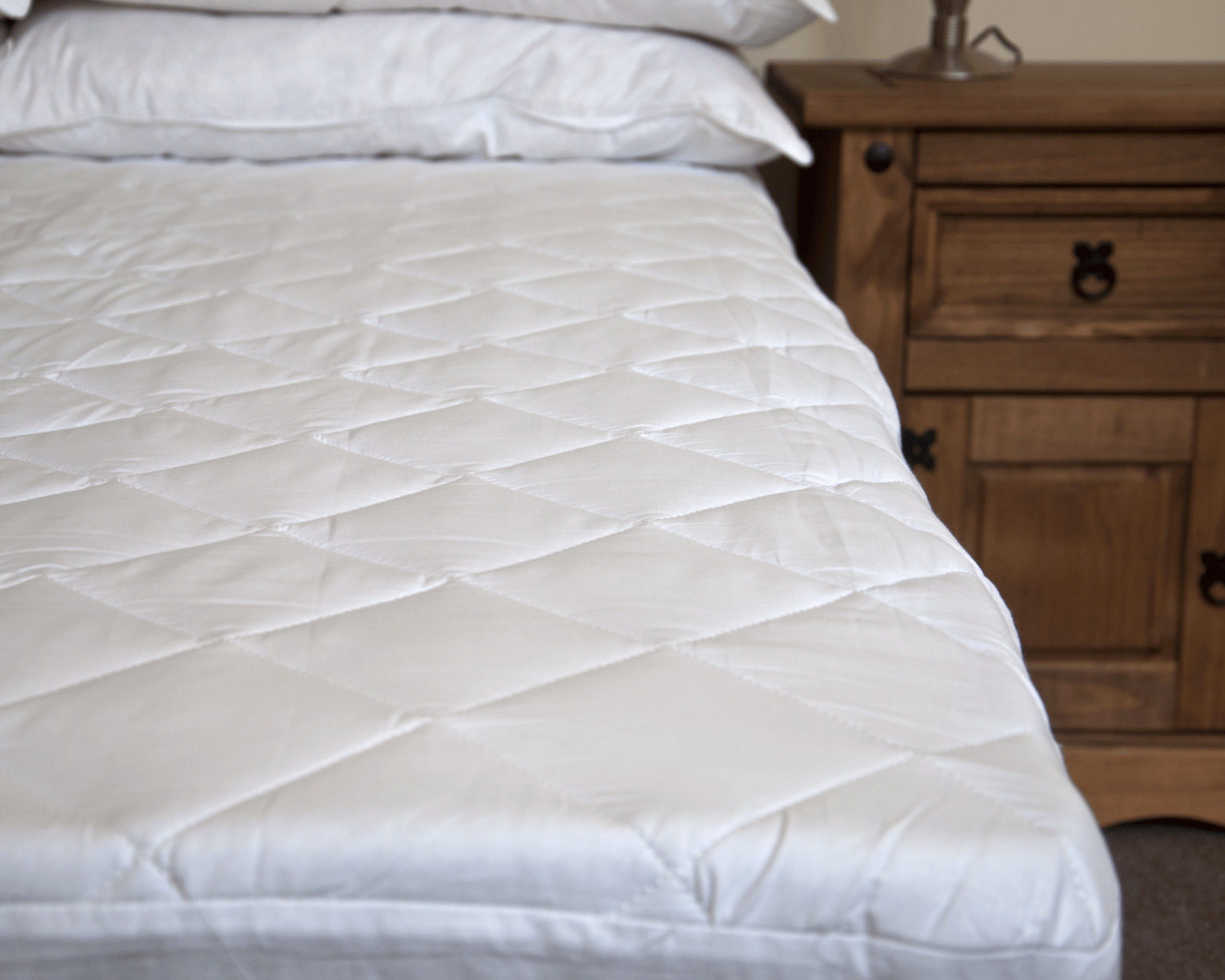 luxury egyptian cotton quilted mattress protector fitted bed sheet all sizes ebay. Black Bedroom Furniture Sets. Home Design Ideas