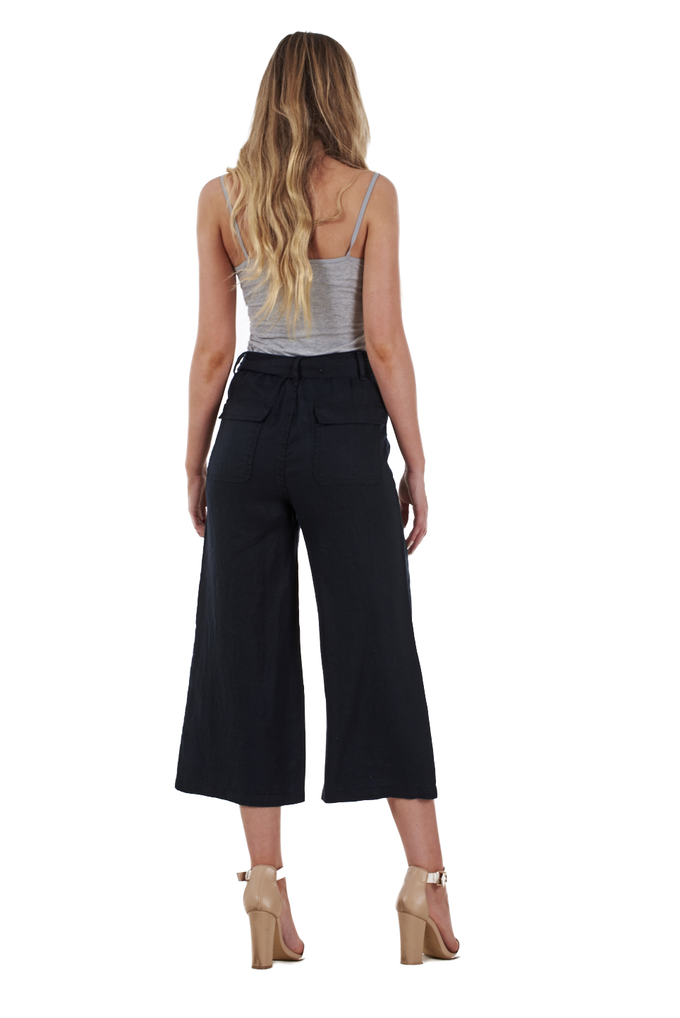 Amazing value, these comfortable cotton rich cropped trousers are an essential piece for your summer wardrobe. Featuring self fabric waistband, stitching detailing and functional front pockets with an added non functioning button for that extra touch, these crop trousers will add that extra comfort to your outfit.