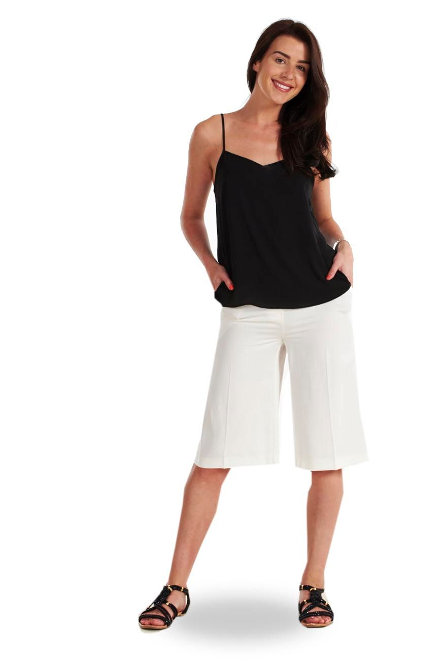 elegant or casual culottes for women The latest in woman's culottes, from elegant striped or checked pieces for the office to original designs with new fabrics and details for a stunning evening look.