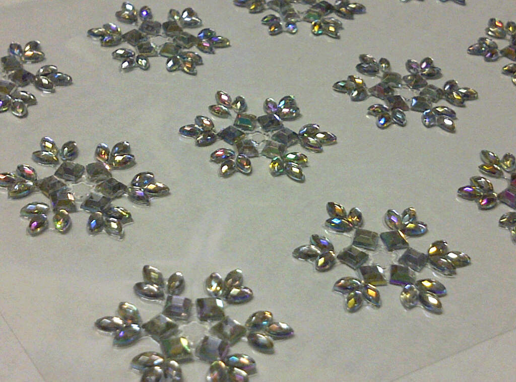 12 x 25mm stick on self adhesive snowflake flower diamante for Stick on gems for crafts