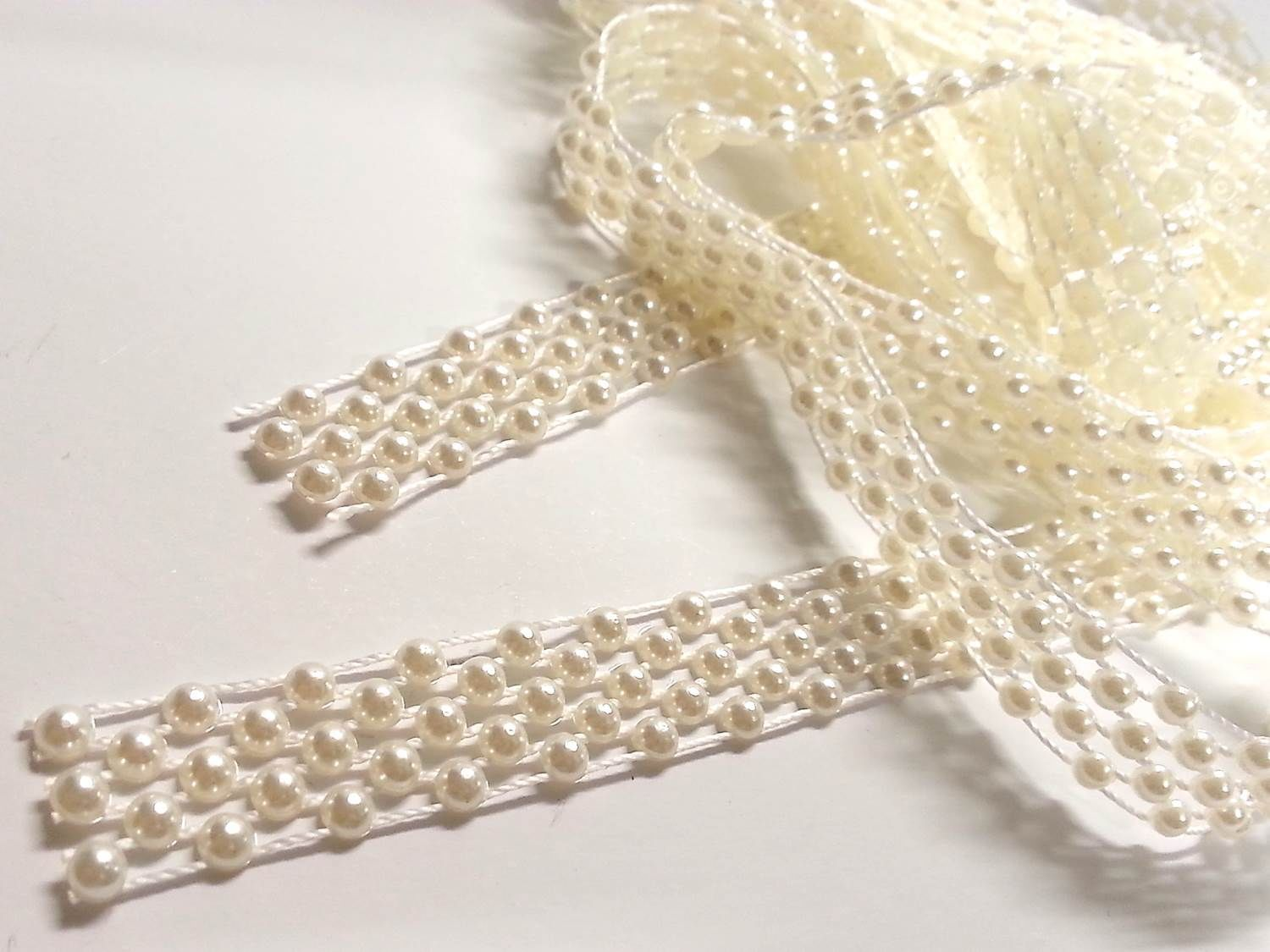 AT5 2m x 14mm Ivory Vintage Pearl Beaded Lace Bridal