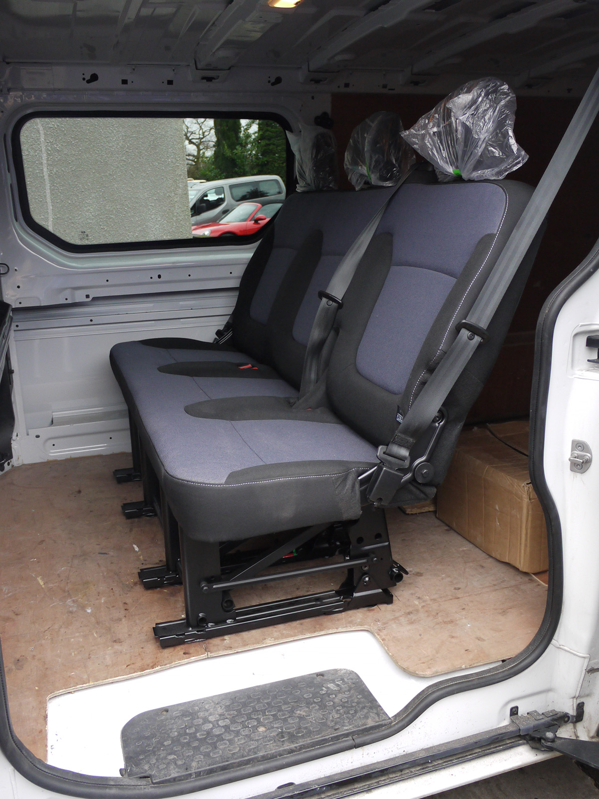 Genuine Folding Oem Rear Triple Bench Seat From Vauxhall Vivaro Renault Trafic Ebay