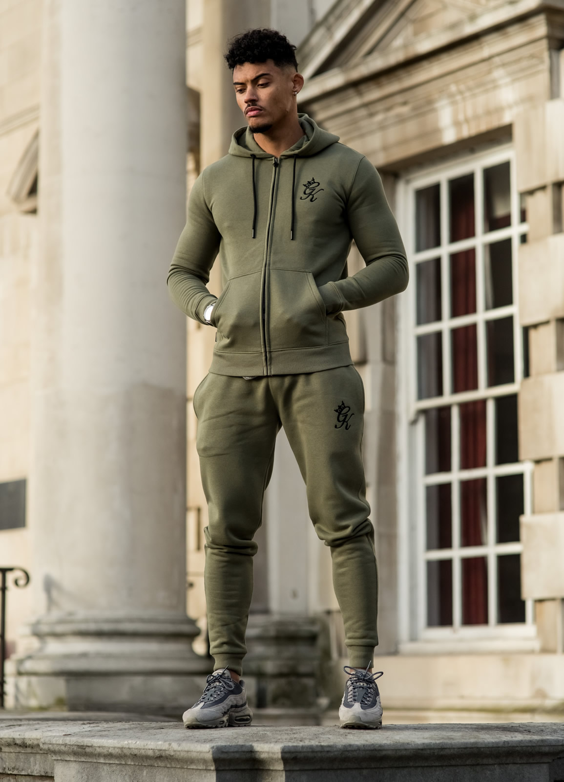 Our collaborative team is introducing athletes to an unbelievable range of pro-active fitness costume and essential gears designed for the new generation men's wear and advanced world.