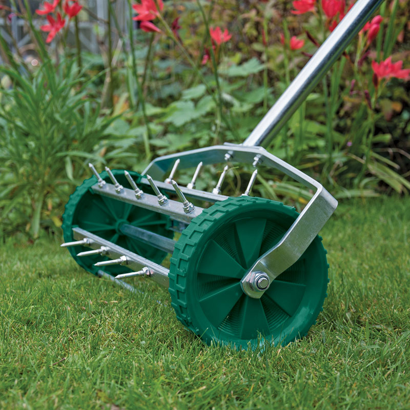 Draper 83983 glawdd rolling lawn aerator with 450mm spiked for Garden tool with spikes