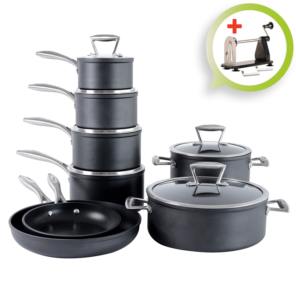 Lightweight and durable, anodized-aluminum pots and pans are great options for any home kitchen. Aluminum is an excellent heat conductor, meaning that aluminum pots and pans distribute heat equally across the surface of the pan to cook food evenly.