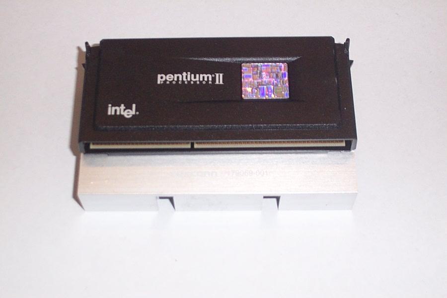 Intel SL2U3 Pentium 2 350MHz Processor with Compaq 179069-001 Heatsink