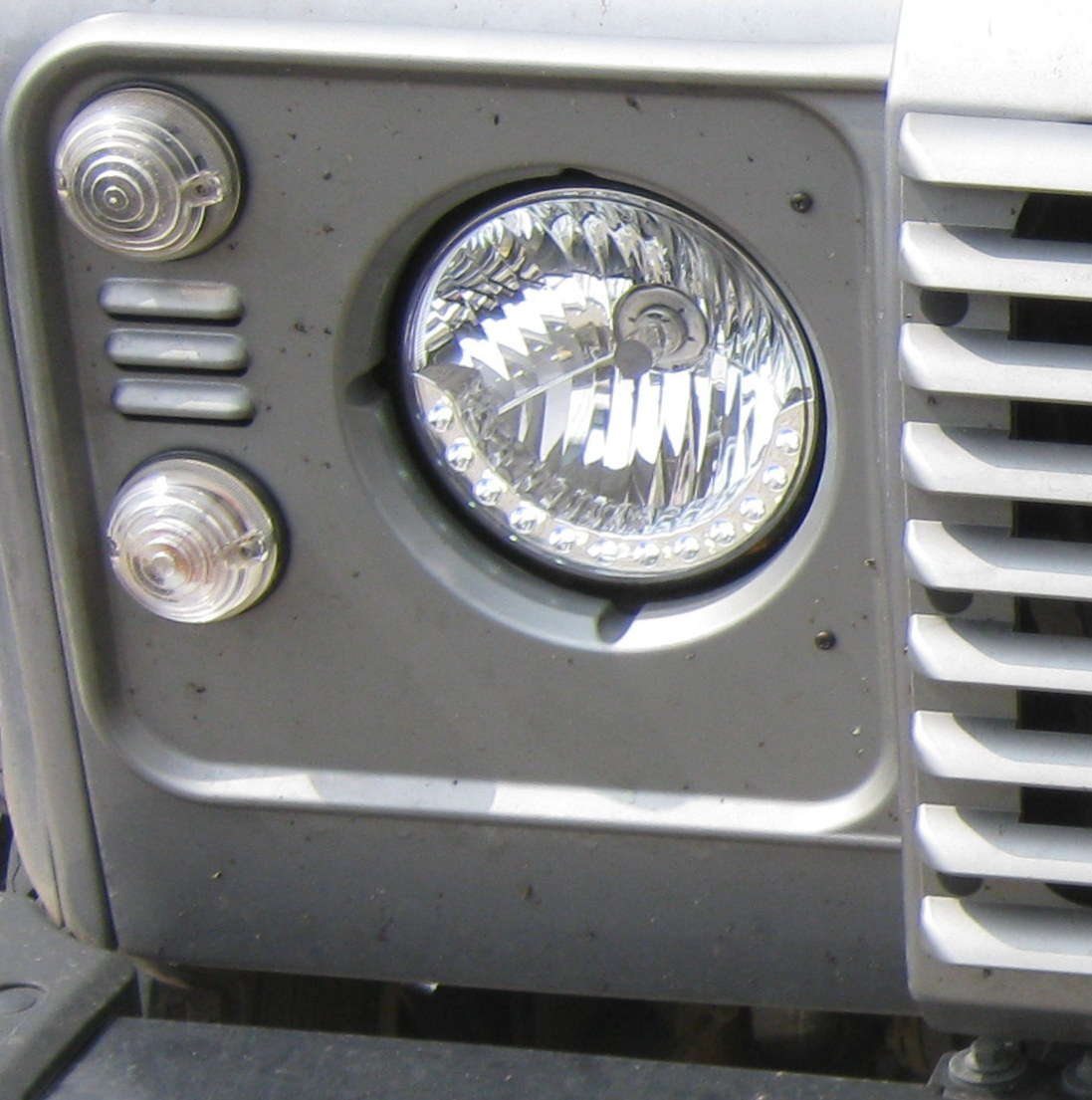 """NEW 7"""" Round LED DRL Style Head Lights Land Rover Defender"""