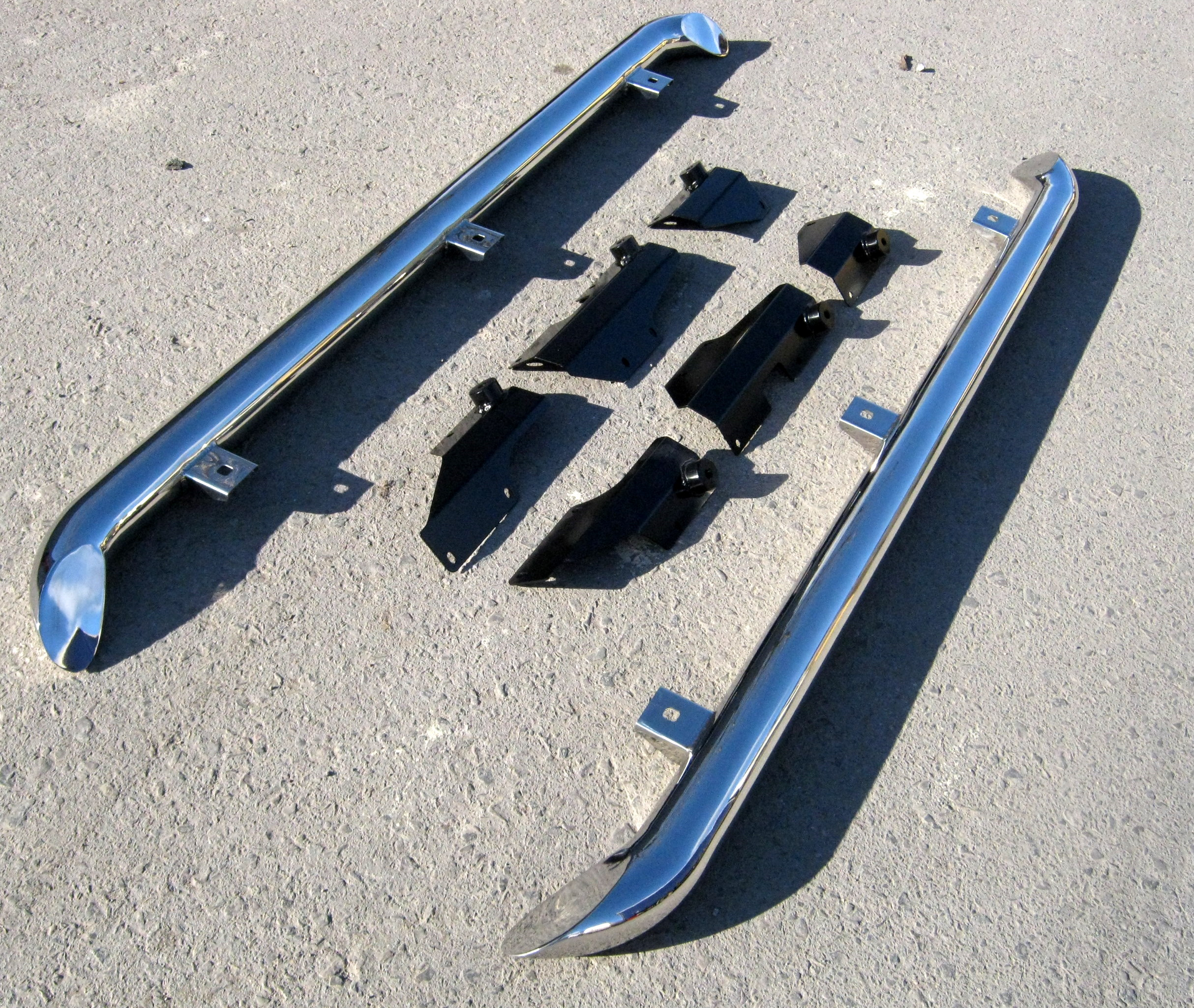 Deployed Side Steps For Range Rover Genuine Accessory: STAINLESS SIDE BARS For Land Rover Discovery 3 & 4 Step